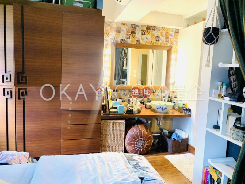 HK$ 27,000/ month | Po Hing Mansion, Central District Intimate 1 bedroom on high floor with terrace | Rental