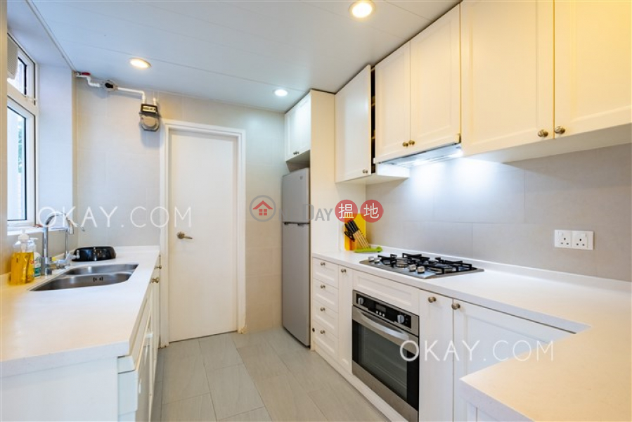 HK$ 49,000/ month Discovery Bay, Phase 4 Peninsula Vl Coastline, 28 Discovery Road   Lantau Island   Elegant 3 bedroom with sea views & balcony   Rental