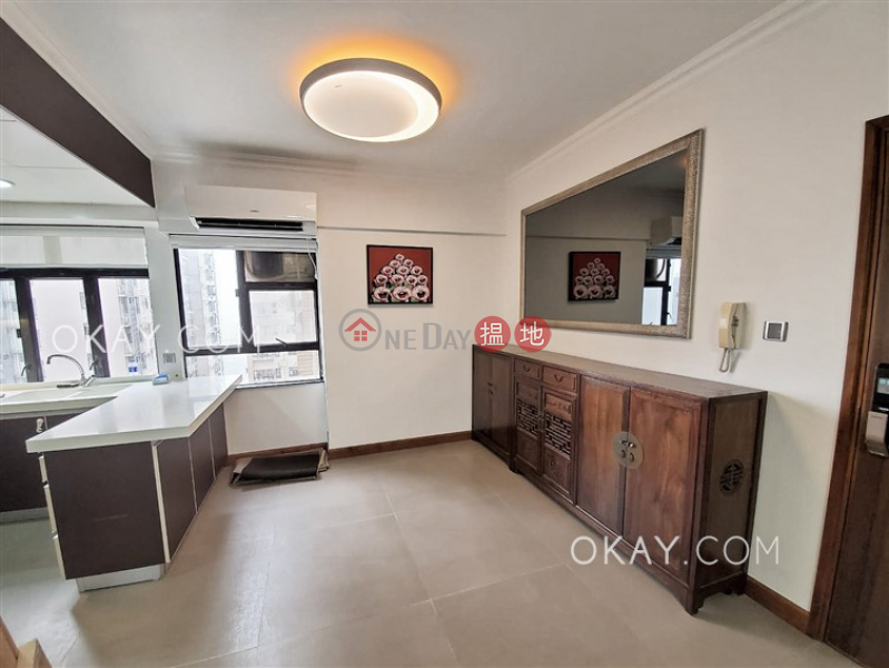 Gorgeous 2 bedroom in Mid-levels West | Rental | Robinson Heights 樂信臺 Rental Listings