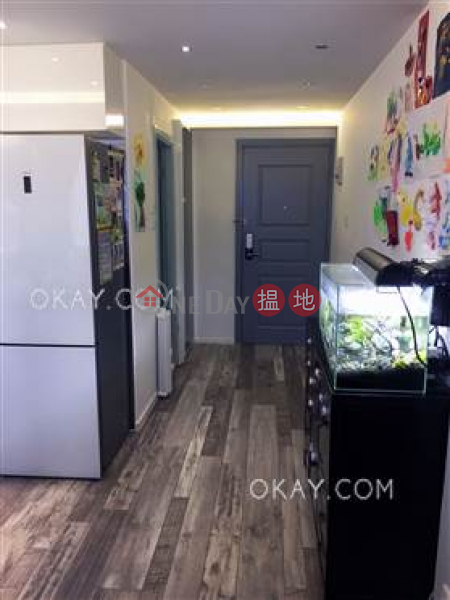 HK$ 10M | Tin Hing Building | Western District | Unique 2 bedroom on high floor | For Sale
