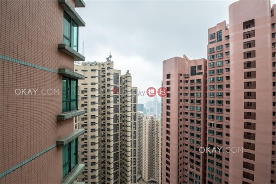 2房1廁,實用率高,星級會所,可養寵物《曉峰閣出租單位》 18舊山頂道   中區香港出租HK$ 38,000/ 月