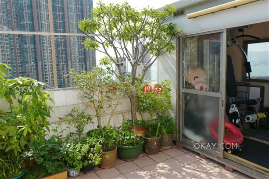 Property Search Hong Kong | OneDay | Residential Sales Listings, Generous 2 bedroom on high floor with rooftop | For Sale
