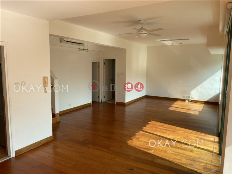 Charming 3 bedroom on high floor with rooftop & balcony | Rental | Discovery Bay, Phase 11 Siena One, Block 42 愉景灣 11期 海澄湖畔一段 42座 Rental Listings