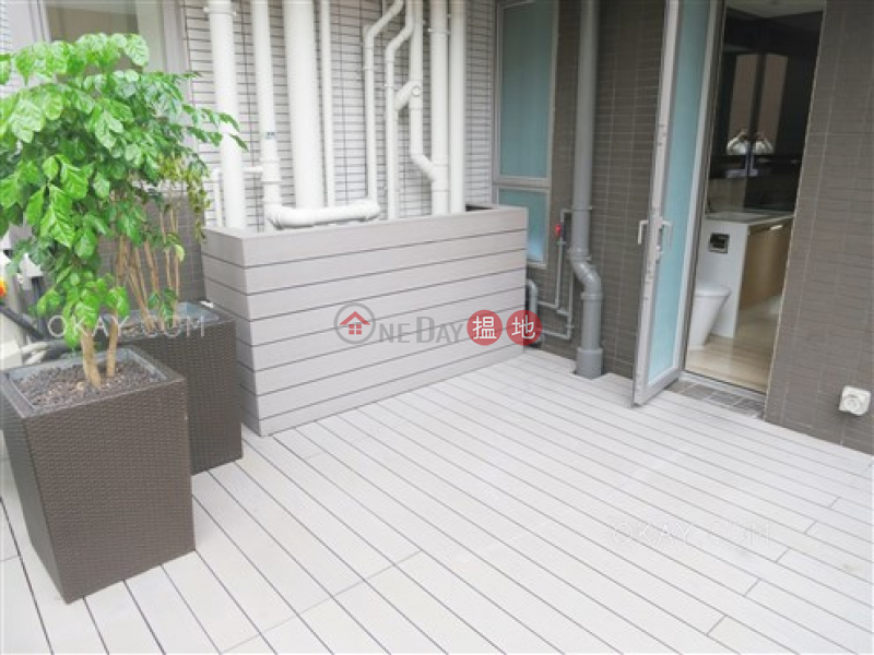 Nicely kept 2 bedroom with terrace   For Sale   The Summa 高士台 Sales Listings
