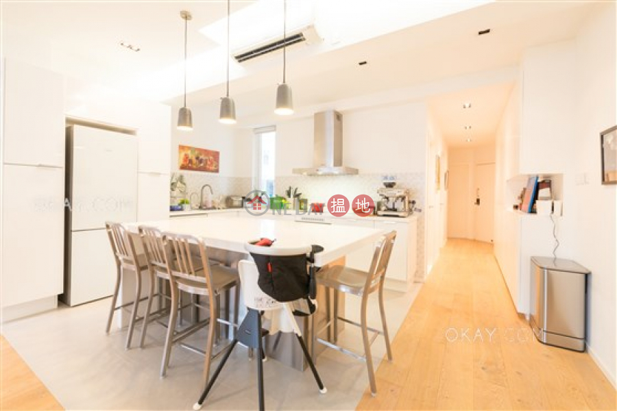 HK$ 72,000/ month 27-29 Village Terrace Wan Chai District, Stylish 3 bedroom on high floor with rooftop & parking | Rental