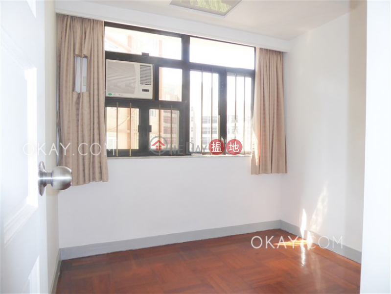 HK$ 17.5M | Honiton Building, Western District | Gorgeous 3 bedroom with parking | For Sale
