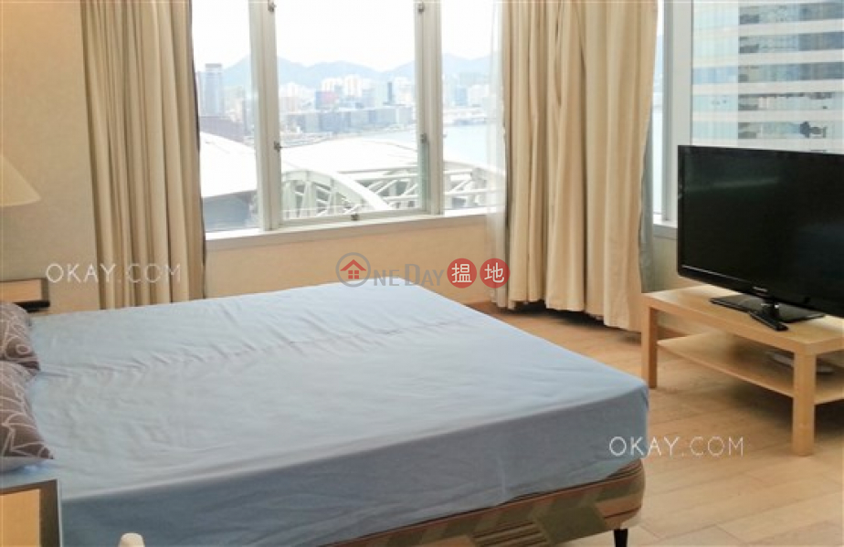 HK$ 100,000/ month Convention Plaza Apartments Wan Chai District, Stylish 3 bedroom on high floor with harbour views | Rental