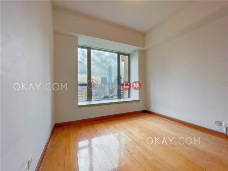HK$ 60,000/ 月-君頤峰8座-油尖旺-3房2廁,連車位,露台君頤峰8座出租單位