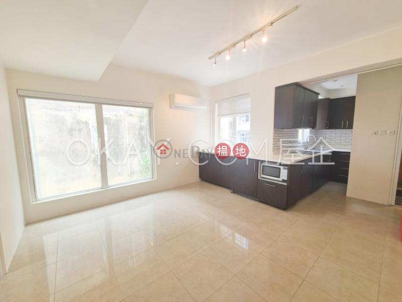 Practical 2 bedroom on high floor with rooftop   Rental   152-154 Hollywood Road 荷李活道152-154號 Rental Listings