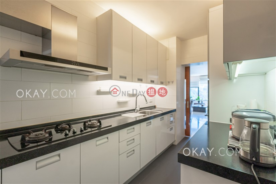 HK$ 40M | Beverly Hill Wan Chai District | Luxurious 3 bedroom with balcony & parking | For Sale