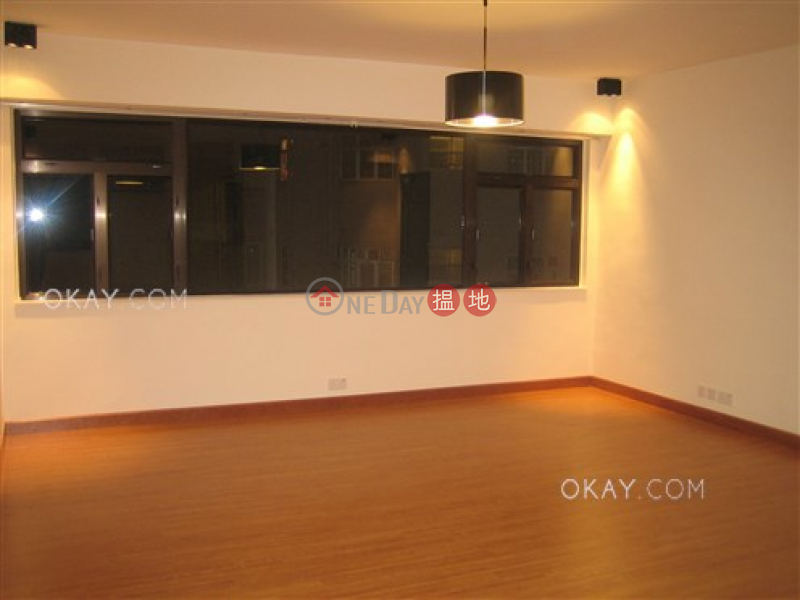 HK$ 60,000/ month Emerald Gardens Western District | Stylish 3 bedroom with parking | Rental