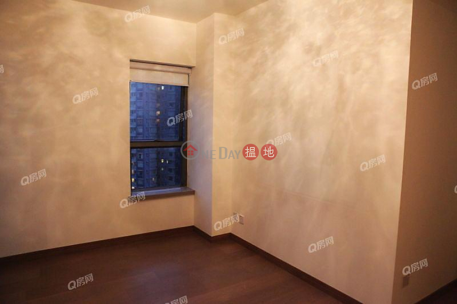 HK$ 32,000/ month, Centre Point | Central District, Centre Point | 2 bedroom Mid Floor Flat for Rent