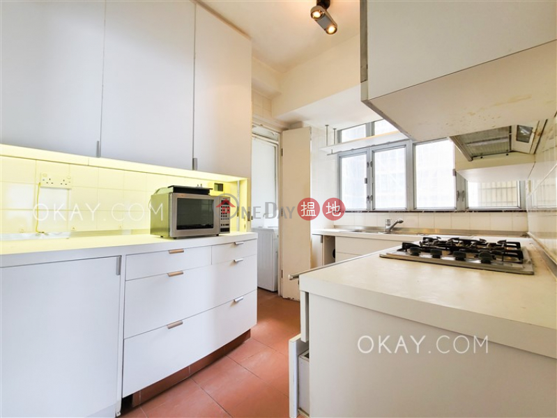 Efficient 4 bedroom with balcony & parking | Rental | The Rozlyn The Rozlyn Rental Listings