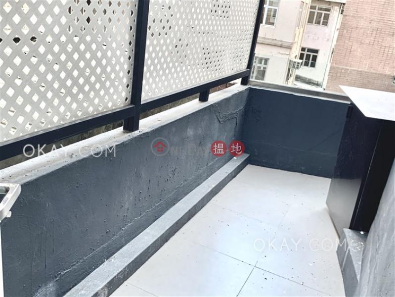 Nicely kept 2 bedroom with balcony | Rental | 66 Peel Street 卑利街66號 Rental Listings