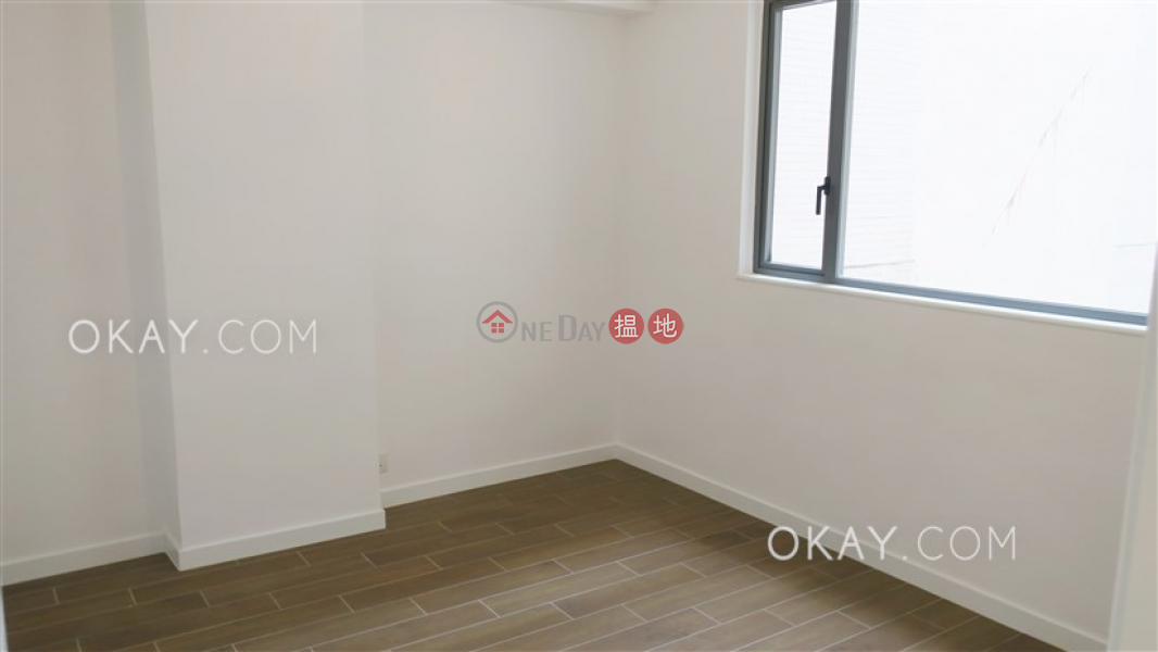 Nicely kept 3 bedroom with balcony & parking | Rental | Sunrise Court 金輝園 Rental Listings