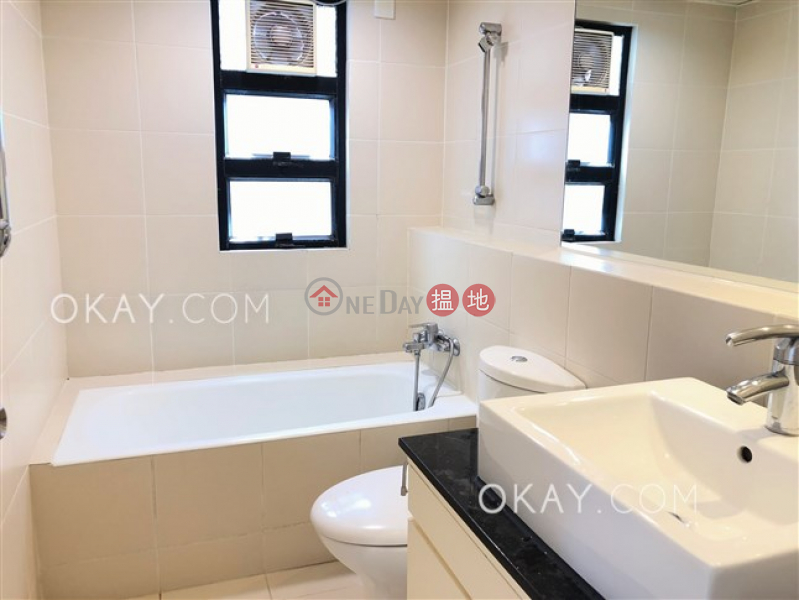Efficient 3 bedroom with parking | For Sale | Parisian 海寧雅舍 Sales Listings