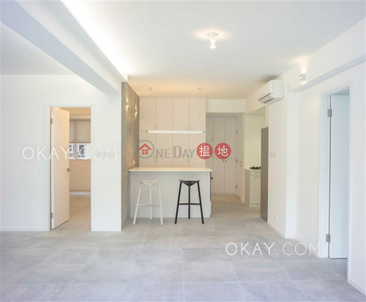 2房2廁,極高層,連租約發售,露台《華興工業大廈出租單位》 華興工業大廈(Wah Hing Industrial Mansions)出租樓盤 (OKAY-R296075)