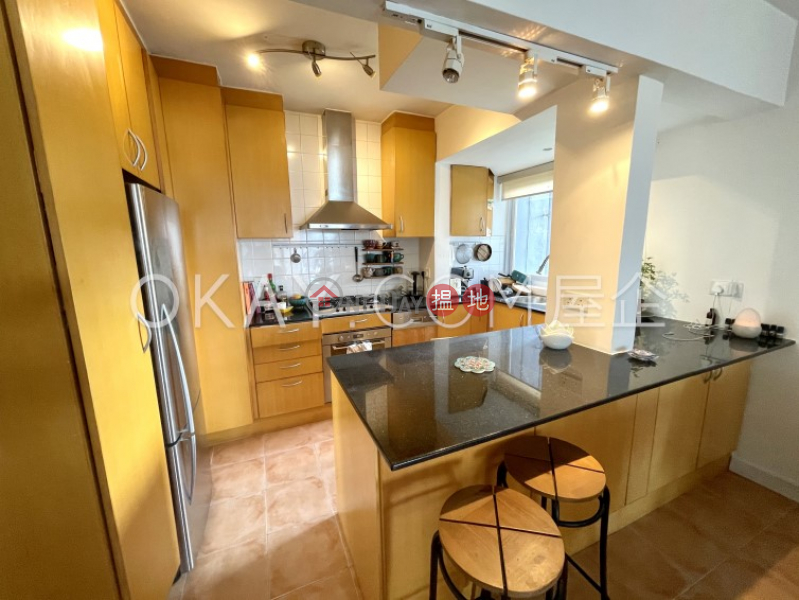 HK$ 25,000/ month, Discovery Bay, Phase 3 Hillgrove Village, Glamour Court   Lantau Island   Cozy 2 bedroom on high floor with sea views & balcony   Rental