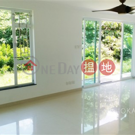 Lovely house with balcony & parking | For Sale