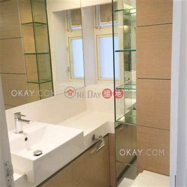 HK$ 26,000/ month, Centrestage | Central District | Cozy 2 bedroom with balcony | Rental