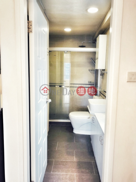 Property Search Hong Kong | OneDay | Residential | Rental Listings, IFC view, walking distance to Central, flat for rent Central Mid-levels