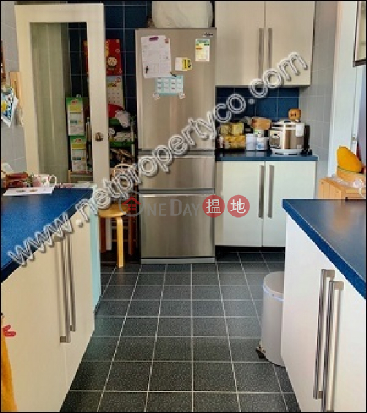 HK$ 28M | Wing Wai Court Wan Chai District | Spacious flat with car park for sale