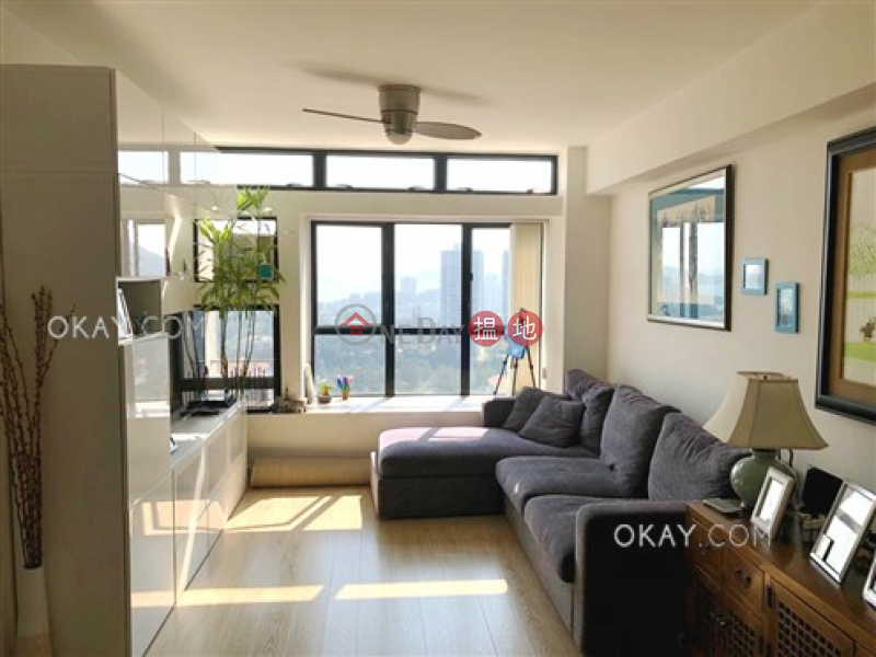 Intimate 3 bedroom on high floor with sea views | For Sale | Discovery Bay, Phase 5 Greenvale Village, Greenbelt Court (Block 9) 愉景灣 5期頤峰 濤山閣(9座) Sales Listings