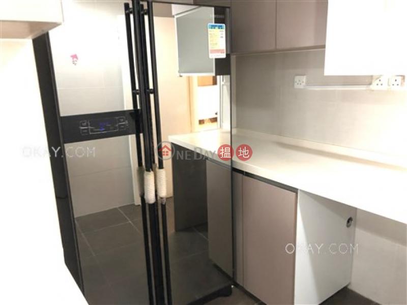 Stylish 3 bedroom with parking   For Sale   Miramar Villa 美麗邨 Sales Listings