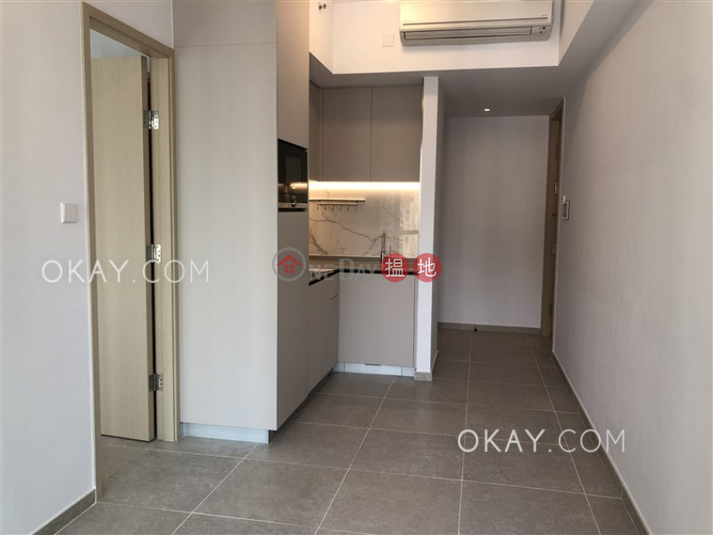 HK$ 27,900/ month, Resiglow Pokfulam Western District | Unique 1 bedroom with balcony | Rental