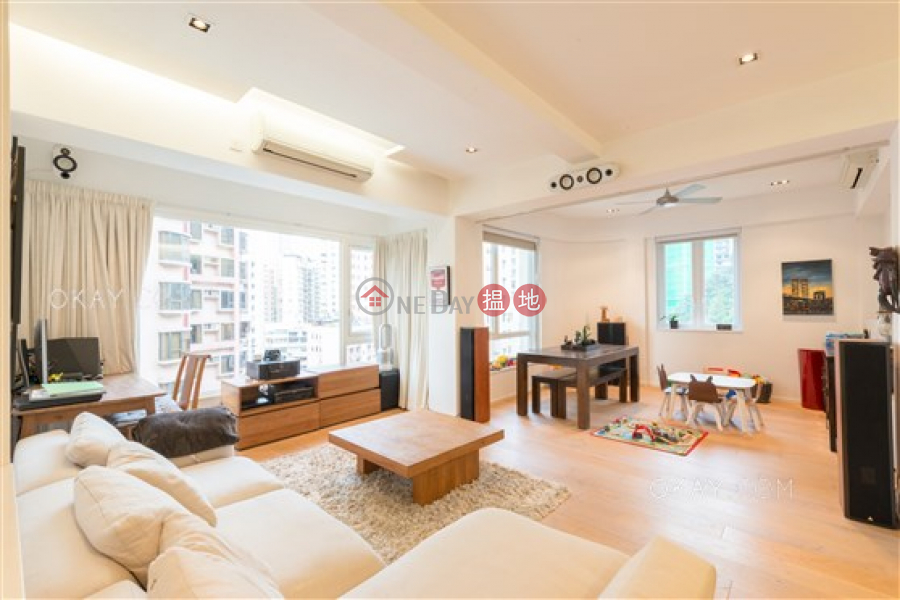 HK$ 72,000/ 月山村臺 27-29 號|灣仔區3房2廁,極高層,連車位《山村臺 27-29 號出租單位》