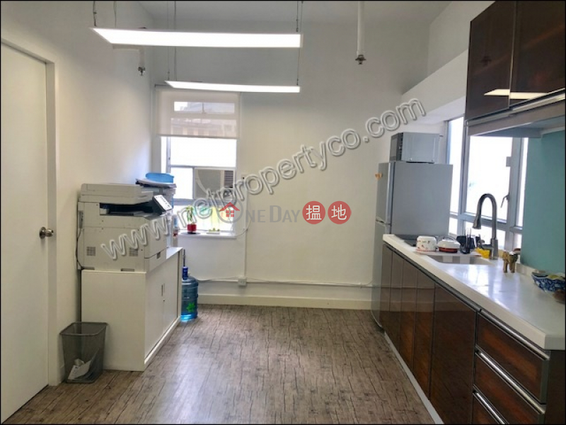 Nice Decorated office for Lease in Sai Ying Pun | Wing Hing Commercial Building 榮興商業大廈 Rental Listings