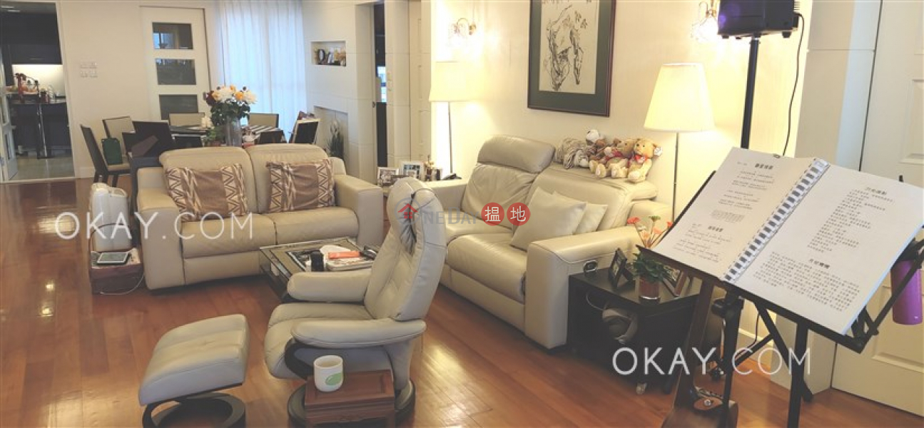 Lovely 3 bedroom on high floor with balcony & parking | For Sale | Sky Scraper 摩天大廈 Sales Listings