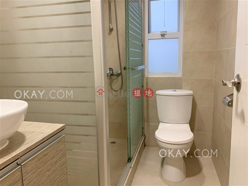 Charming 2 bedroom in Mid-levels West | Rental | 10 Castle Lane 衛城里10號 Rental Listings