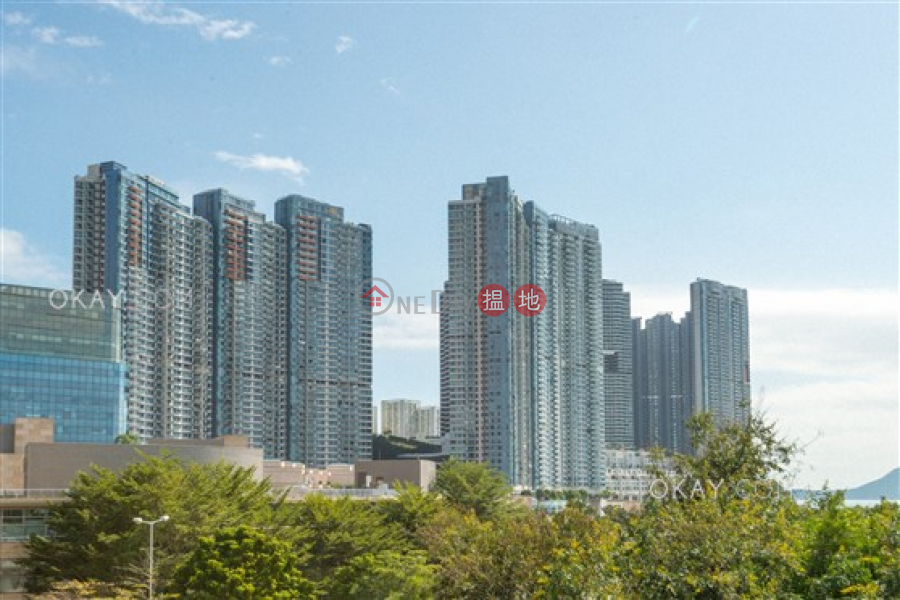 HK$ 24M, Phase 1 Residence Bel-Air Southern District, Rare 2 bedroom with sea views, terrace & balcony | For Sale