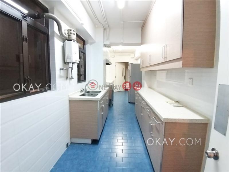 Efficient 3 bedroom with balcony & parking | Rental | Alpine Court 嘉賢大廈 Rental Listings