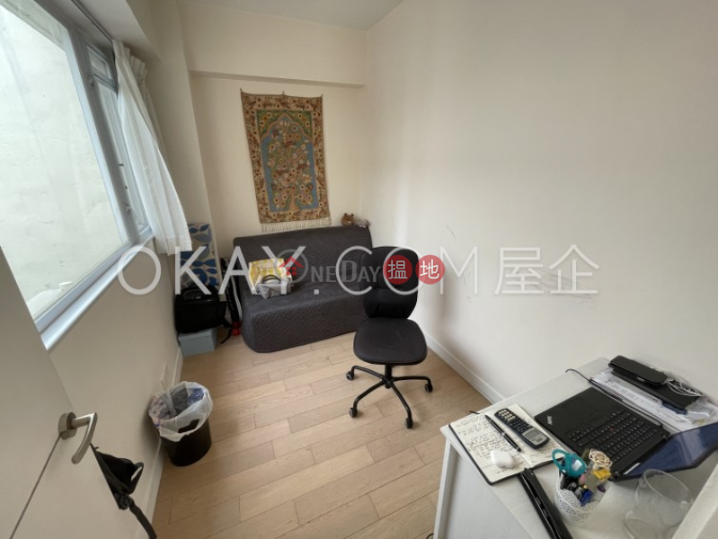 Nicely kept penthouse with rooftop & balcony   For Sale   76 Morrison Hill Road 摩理臣山道76號 Sales Listings