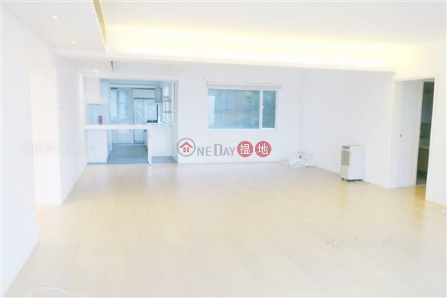 HK$ 56.8M | Hong Kong Garden | Western District Efficient 3 bedroom with balcony & parking | For Sale
