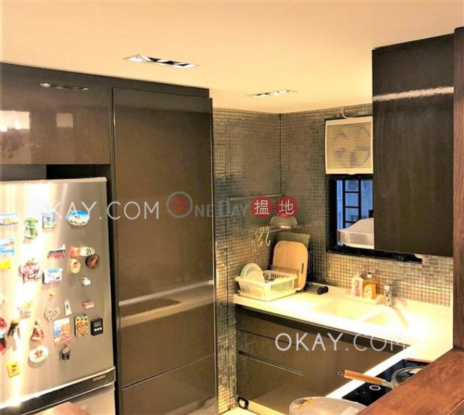 Gorgeous 2 bedroom with balcony & parking | Rental | Flora Garden Block 2 慧景園2座 Rental Listings