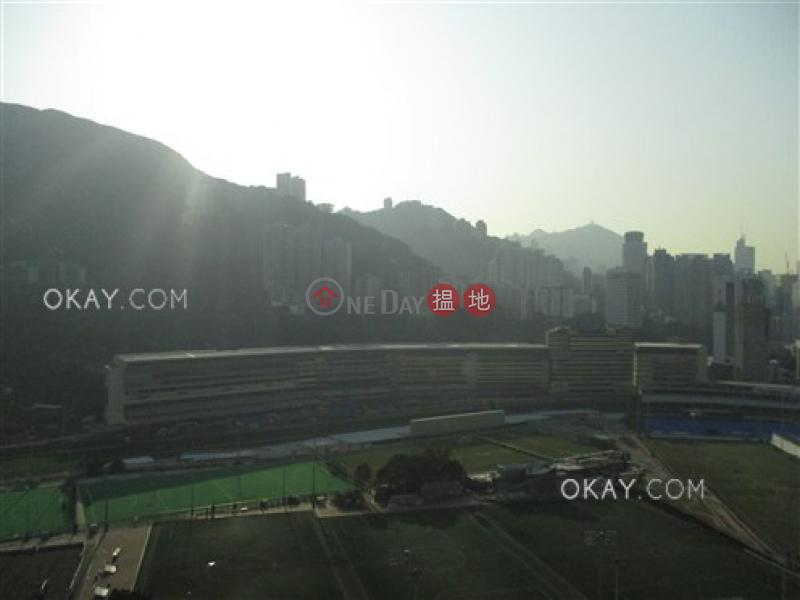 HK$ 83,000/ 月雲暉大廈C座灣仔區3房2廁,實用率高,連車位,露台《雲暉大廈C座出租單位》
