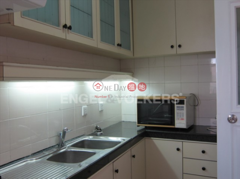 Studio Flat for Sale in Mid Levels - West | Parkway Court 寶威閣 Sales Listings