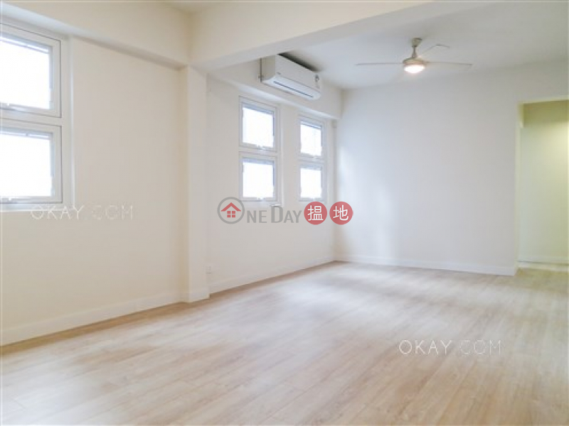 HK$ 9.95M | Paul Yee Mansion Wan Chai District | Popular 2 bedroom on high floor with rooftop | For Sale