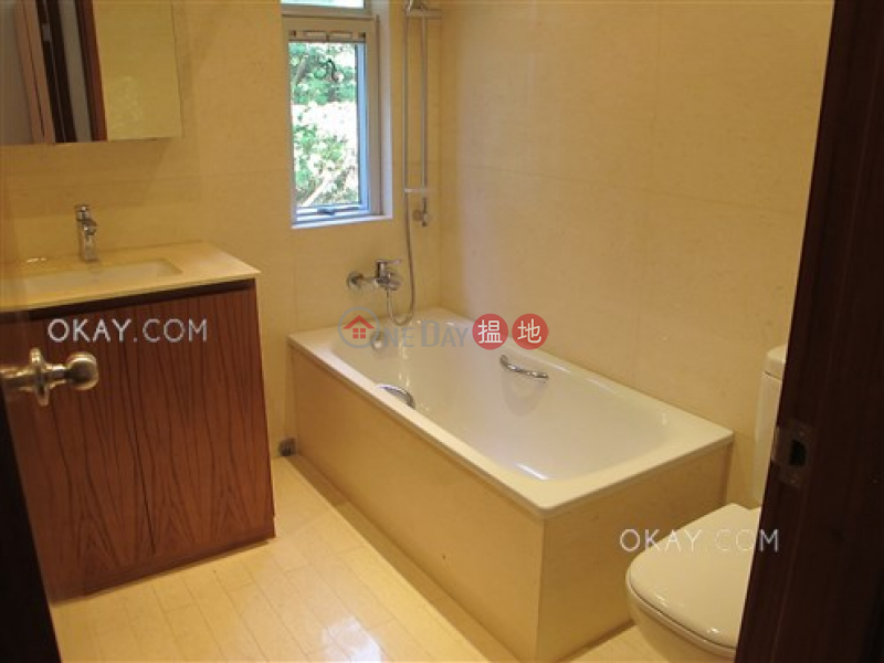 HK$ 20M   Pak Tam Chung Village House   Sai Kung Elegant house with rooftop, terrace & balcony   For Sale