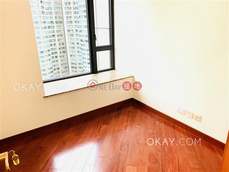 HK$ 48,000/ month, The Arch Sky Tower (Tower 1) Yau Tsim Mong   Luxurious 3 bedroom on high floor   Rental