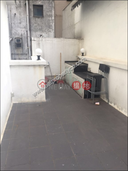 Penthouse for lease with flat roof in Sheung Wan | 109-111 Wing Lok Street | Western District | Hong Kong | Rental, HK$ 19,500/ month