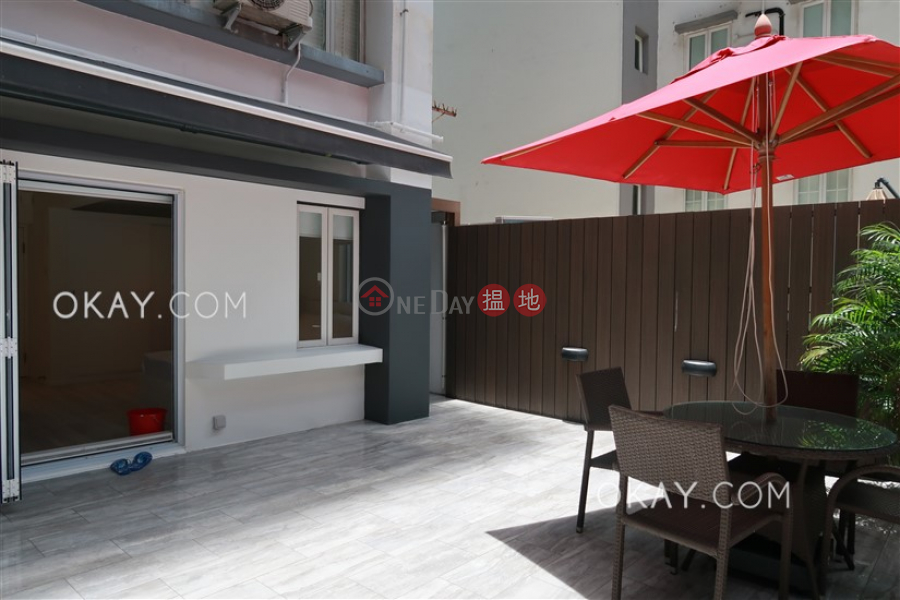 Generous with terrace in Central | For Sale | Ying Pont Building 英邦大廈 Sales Listings
