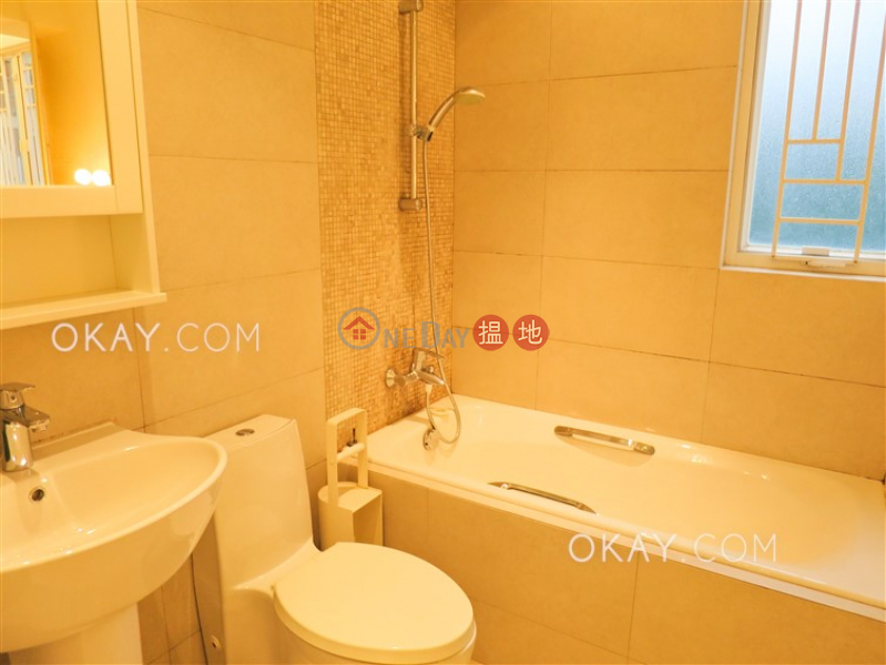 Nicely kept 2 bedroom with parking | For Sale | Tai Hang Terrace 大坑台 Sales Listings