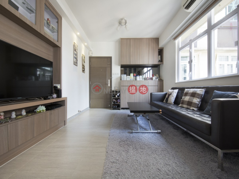 HK$ 11M On Fung Building, Western District, 3 Bedroom Family Flat for Sale in Mid Levels West