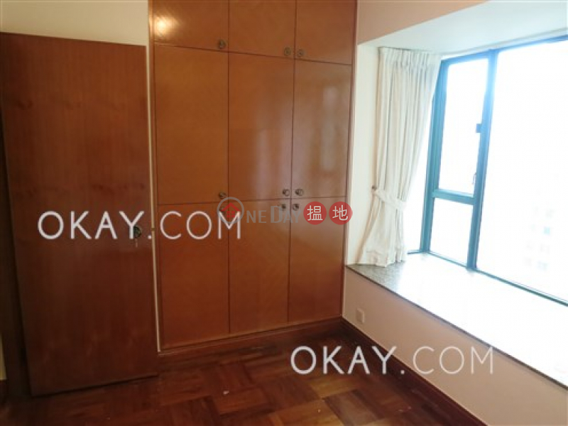Gorgeous 2 bedroom with parking | Rental, Hillsborough Court 曉峰閣 Rental Listings | Central District (OKAY-R18746)