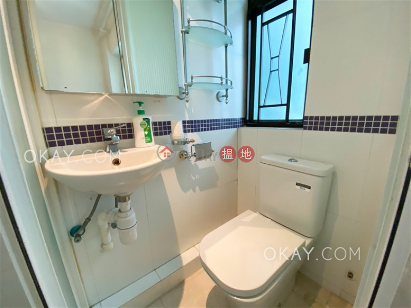 HK$ 27,000/ month | Golden Valley Mansion, Central District Charming 3 bedroom in Mid-levels West | Rental