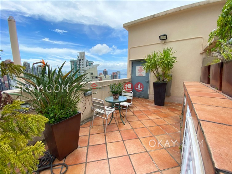 HK$ 28,000/ month, Caravan Court, Central District, Stylish 1 bed on high floor with sea views & rooftop | Rental